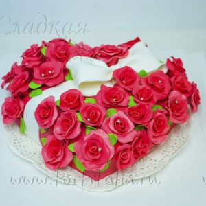 Торт Сердце из роз